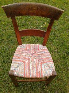 chaise paillée tissu corail